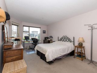 "Photo 18: 406 74 RICHMOND Street in New Westminster: Fraserview NW Condo for sale in ""Governors Court"" : MLS®# R2407457"