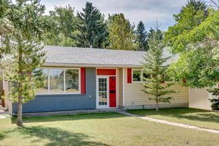 Main Photo: 4835 46 Avenue SW in Calgary: Glamorgan Detached for sale : MLS®# A1028931