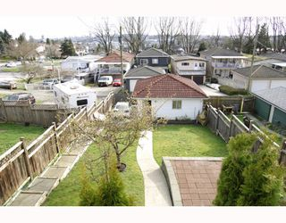 Photo 2: 3678 E Pender Street in Vancouver East: Renfrew VE House for sale : MLS®# V811892