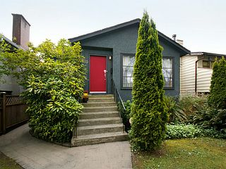 Photo 2: 920 East 38th Avenue in Vancouver: House for sale : MLS®# V1121226