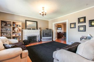 Photo 3: 905 EDINBURGH STREET in New Westminster: Moody Park House for sale : MLS®# R2067941