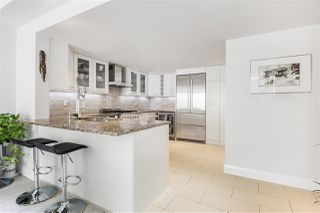 """Photo 3: 202 1111 MARINASIDE Crescent in Vancouver: Yaletown Condo for sale in """"AQUARIUS"""" (Vancouver West)  : MLS®# R2429673"""