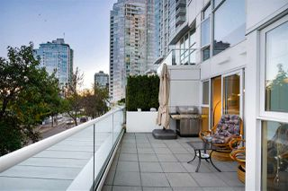 """Photo 1: 202 1111 MARINASIDE Crescent in Vancouver: Yaletown Condo for sale in """"AQUARIUS"""" (Vancouver West)  : MLS®# R2429673"""