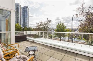 """Photo 17: 202 1111 MARINASIDE Crescent in Vancouver: Yaletown Condo for sale in """"AQUARIUS"""" (Vancouver West)  : MLS®# R2429673"""