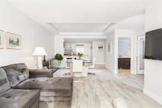 """Photo 13: 202 1111 MARINASIDE Crescent in Vancouver: Yaletown Condo for sale in """"AQUARIUS"""" (Vancouver West)  : MLS®# R2429673"""