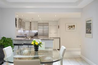 """Photo 6: 202 1111 MARINASIDE Crescent in Vancouver: Yaletown Condo for sale in """"AQUARIUS"""" (Vancouver West)  : MLS®# R2429673"""