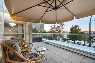 """Photo 18: 202 1111 MARINASIDE Crescent in Vancouver: Yaletown Condo for sale in """"AQUARIUS"""" (Vancouver West)  : MLS®# R2429673"""