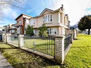 Photo 1: 2208 E 43RD Avenue in Vancouver: Killarney VE House for sale (Vancouver East)  : MLS®# R2437470