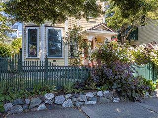 Photo 3: 962 Fairfield Rd in : Vi Fairfield West Full Duplex for sale (Victoria)  : MLS®# 850554