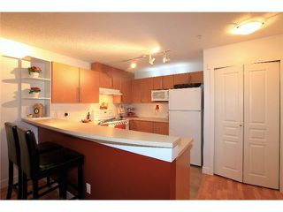 Photo 2: 1135 ROSS Road in North Vancouver: Lynn Valley Condo for sale : MLS®# V995721