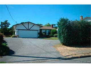 Photo 1: 4000 Cedar Hill Rd in VICTORIA: SE Mt Doug House for sale (Saanich East)  : MLS®# 290829