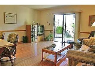 Photo 8: 753 Mapleton Pl in VICTORIA: SW Royal Oak Single Family Detached for sale (Saanich West)  : MLS®# 346393