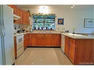Photo 4: 753 Mapleton Pl in VICTORIA: SW Royal Oak Single Family Detached for sale (Saanich West)  : MLS®# 346393
