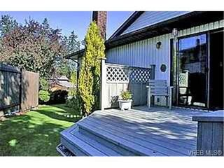 Photo 2: 753 Mapleton Pl in VICTORIA: SW Royal Oak House for sale (Saanich West)  : MLS®# 346393