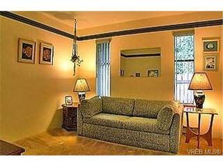 Photo 7: 753 Mapleton Pl in VICTORIA: SW Royal Oak Single Family Detached for sale (Saanich West)  : MLS®# 346393