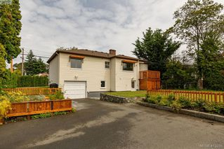 Photo 3: 3887 Seaton St in VICTORIA: SW Tillicum House for sale (Saanich West)  : MLS®# 820853