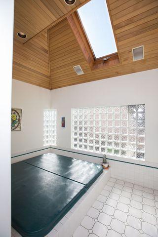 Photo 10: 7820 Broadmoor Boulevard: Broadmoor Home for sale ()  : MLS®# R2051613
