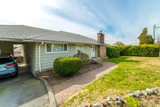 Photo 1: 1566 HAMMOND Avenue in Coquitlam: Central Coquitlam House for sale : MLS®# R2446274