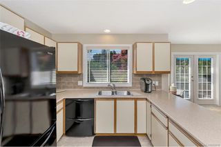 Photo 6: 651 Cairndale Rd in Colwood: Co Triangle House for sale : MLS®# 843816