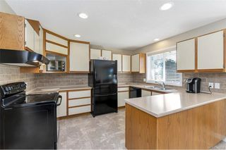 Photo 4: 651 Cairndale Rd in Colwood: Co Triangle House for sale : MLS®# 843816