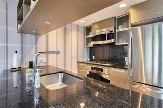 """Photo 7: 1105 833 SEYMOUR Street in Vancouver: Downtown VW Condo for sale in """"Capitol Residences"""" (Vancouver West)  : MLS®# R2499995"""
