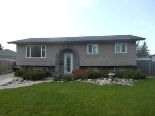 Photo 1: 54 Mackie Bay in WINNIPEG: Westwood / Crestview Residential for sale (West Winnipeg)  : MLS®# 1208909