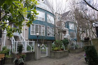 "Photo 2: 22 780 W 15TH Avenue in Vancouver: Fairview VW Townhouse for sale in ""SIXTEEN WILLOWS"" (Vancouver West)  : MLS®# V987109"