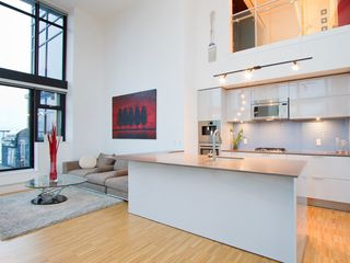 "Photo 2: 2910 128 W CORDOVA Street in Vancouver: Downtown VW Condo for sale in ""WOODWARDS"" (Vancouver West)  : MLS®# V987819"