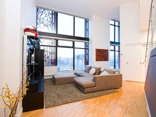 "Photo 3: 2910 128 W CORDOVA Street in Vancouver: Downtown VW Condo for sale in ""WOODWARDS"" (Vancouver West)  : MLS®# V987819"