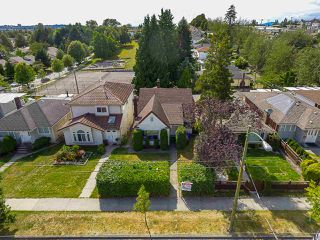 Photo 17: 2243 RENFREW Street in Vancouver: Renfrew VE House for sale (Vancouver East)  : MLS®# R2422883