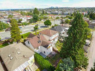 Photo 18: 2243 RENFREW Street in Vancouver: Renfrew VE House for sale (Vancouver East)  : MLS®# R2422883