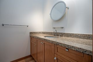 Photo 12: 111 10 RENAISSANCE SQUARE in New Westminster: Quay Condo for sale : MLS®# R2431581