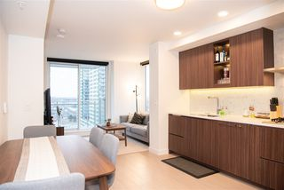 "Photo 15: 2105 455 SW MARINE Drive in Vancouver: Marpole Condo for sale in ""W1"" (Vancouver West)  : MLS®# R2442897"