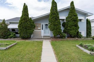 Photo 1: 28 Huntington Drive in Winnipeg: East Transcona Residential for sale (3M)  : MLS®# 202012390