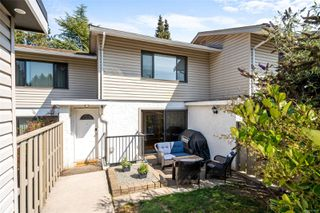 Photo 2: 35 610 McKenzie Ave in : SW Marigold Row/Townhouse for sale (Saanich West)  : MLS®# 855430