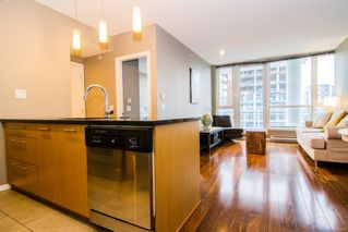 Photo 3: 901 834 Johnson St in : Vi Downtown Condo for sale (Victoria)  : MLS®# 862064