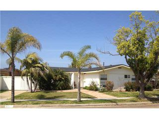 Photo 1: CLAIREMONT House for sale : 3 bedrooms : 4670 El Penon Way in San Diego