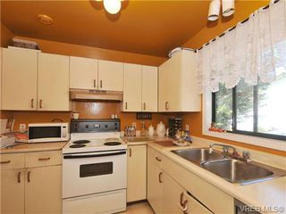 Photo 10: 1266 Lidgate Crt in VICTORIA: SW Strawberry Vale House for sale (Saanich West)  : MLS®# 681348