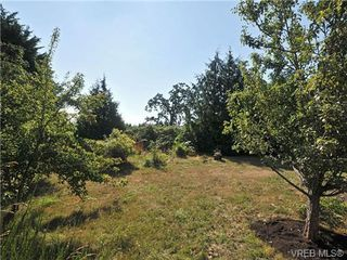 Photo 3: 1266 Lidgate Crt in VICTORIA: SW Strawberry Vale Single Family Detached for sale (Saanich West)  : MLS®# 681348
