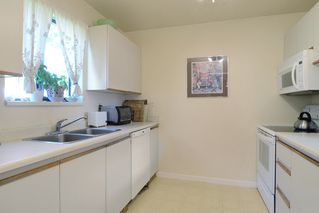 Photo 3: 26 220 E 4TH STREET in North Vancouver: Lower Lonsdale Townhouse for sale : MLS®# R2094449