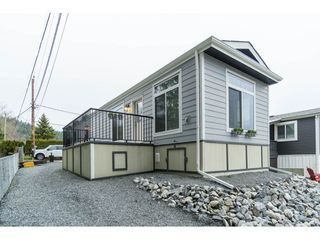 "Photo 3: 94 9950 WILSON Road in Mission: Stave Falls Manufactured Home for sale in ""Ruskin Park"" : MLS®# R2480233"