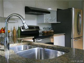 Photo 9: 109 11 Cooperage Place in VICTORIA: VW Songhees Condo Apartment for sale (Victoria West)  : MLS®# 324649