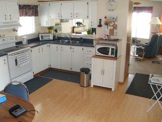 Photo 2: 109 2400 Oakdale Way in Kamloops: Westsyde Manufactured Home for sale : MLS®# 124298