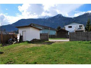 Photo 10: 38045 THIRD AVENUE in Squamish: Downtown SQ House for sale : MLS®# V1137366