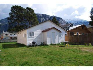 Photo 9: 38045 THIRD AVENUE in Squamish: Downtown SQ House for sale : MLS®# V1137366