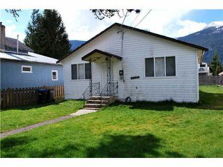 Photo 1: 38045 THIRD AVENUE in Squamish: Downtown SQ House for sale : MLS®# V1137366