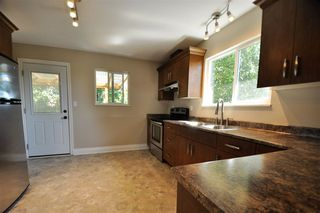 Photo 4: 8226 CADE BARR Street in Mission: Mission BC House for sale : MLS®# R2400024