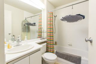 "Photo 5: 1602 989 NELSON Street in Vancouver: Downtown VW Condo for sale in ""The Electra"" (Vancouver West)  : MLS®# R2431678"