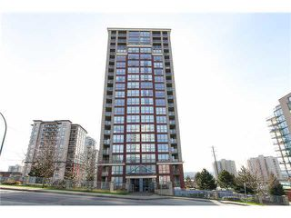 """Photo 1: 1102 850 ROYAL Avenue in New Westminster: Downtown NW Condo for sale in """"THE ROYALTON"""" : MLS®# R2465488"""