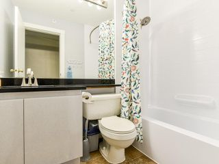 """Photo 16: 404 509 CARNARVON Street in New Westminster: Downtown NW Condo for sale in """"HILLSIDE PLACE"""" : MLS®# R2507669"""